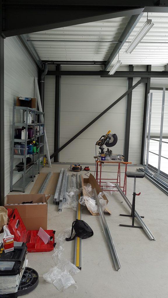 Pose et installation de cloisons locaux industriel entrepot- cloisons grande hauteur - mezzanine - cloisons haute resistance coupe feu - espace cloisons Alu