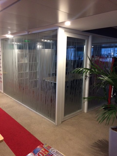 pose de cloisons de bureaux vitrée modulaire - espace cloisons Alu